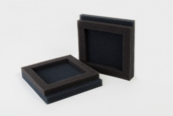 Combo inserts made of filter foam for commercial vehicle construction